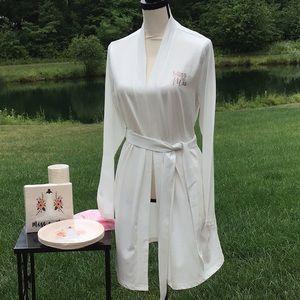 NWT Bride's Robe/Bride Paper Products
